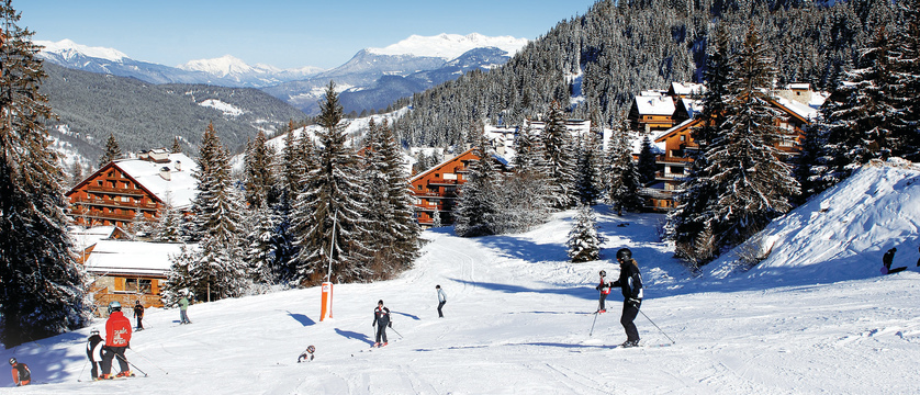 france_three-valleys_meribel_skiers-on-the-piste.jpeg